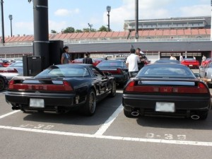 左はばんジィ 右はあきおうさんのお車です