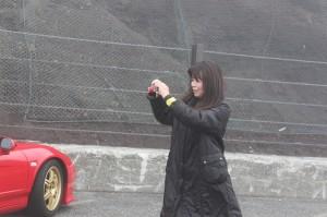 霧を撮影するA子さん