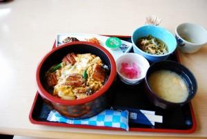 日本平の売店上のレストランでランチしました
