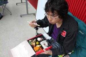 お昼はおなじみ富士スピードウェイ弁当。