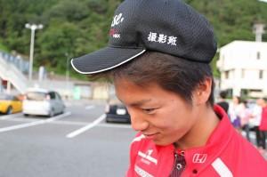 ナカムラ氏は帽子を特注