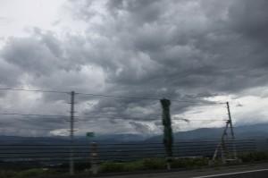 うぅん、いやぁな雲。。。。このあとヒドい雨になりました