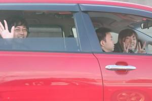 家族でドライブ中。あ、これも赤だ!