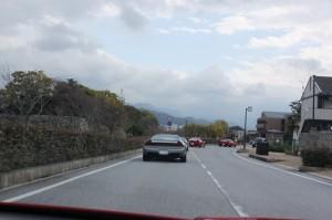 彦根城の横を通って