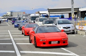 なんだか駐車場がいっぱいで