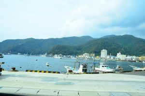 海岸沿いですがクネクネの峠道をぬけて戸田港。