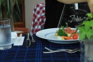 フルコースのメインはお肉とお魚から選べます