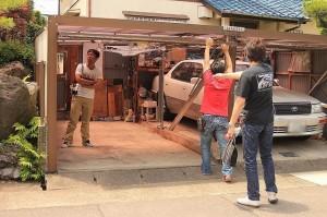 DIYガレージの作りに感動する人たち