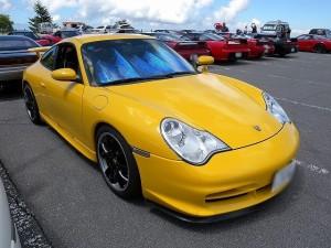 黄色のポルシェ