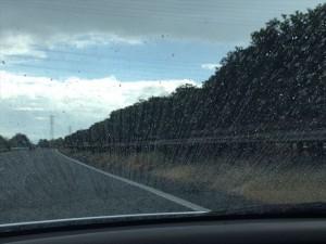 会場へ向かう途中は雨にふられたけど