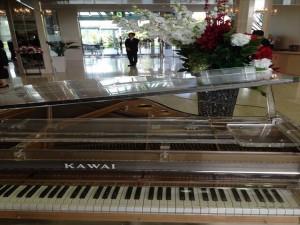ロビーのピアノがYOSHIKIモデル?
